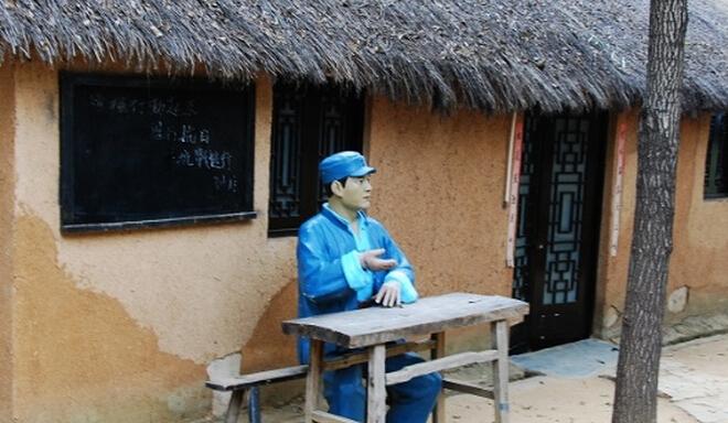 芳林嫂故居是微山湖旅游必去景点-雕塑