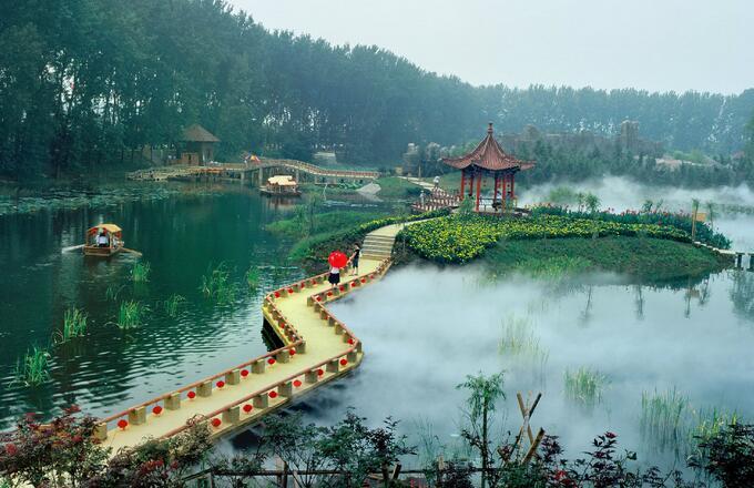 微山湖旅游住宿滕州市委党校宾馆距离微山湖多远?